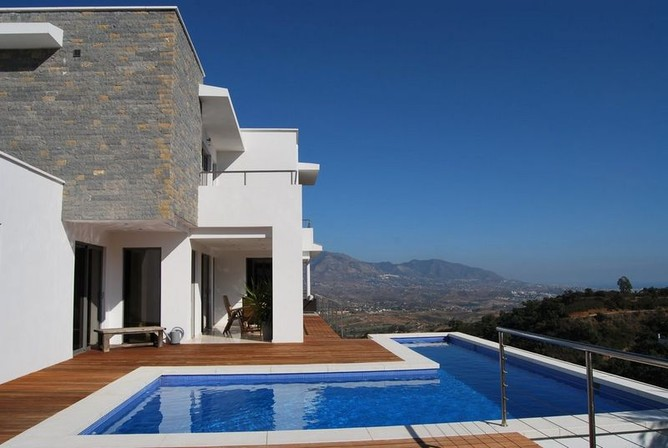 Contemporary-villa-in-La-Mairena-Elviria-Marbella-Spain