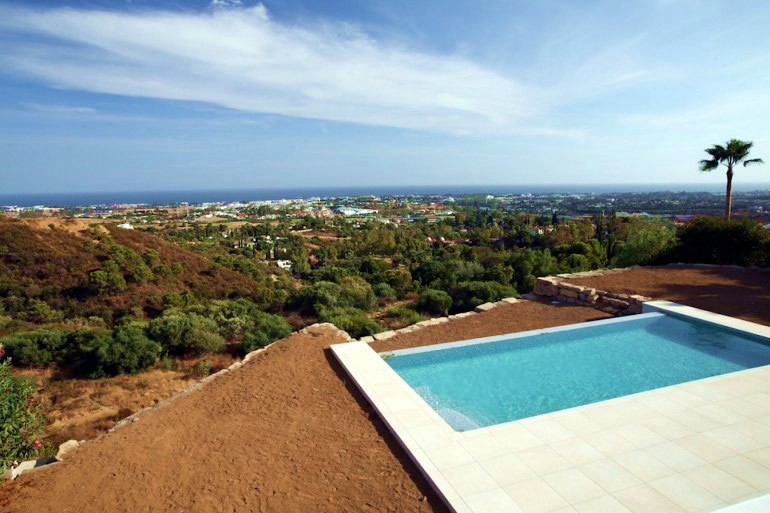 modern villa for sale between Nueva Andalucia and San Pedro